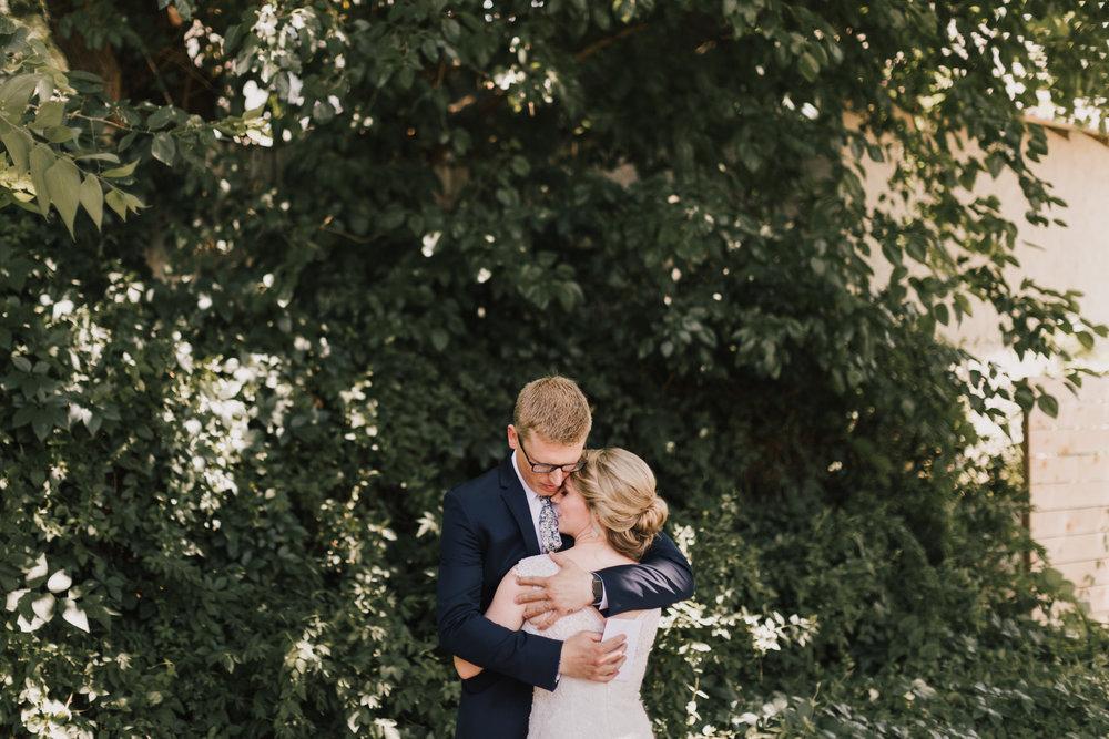 alyssa barletter photography classic kansas city summer wedding photographer dustin and erica king-9.jpg