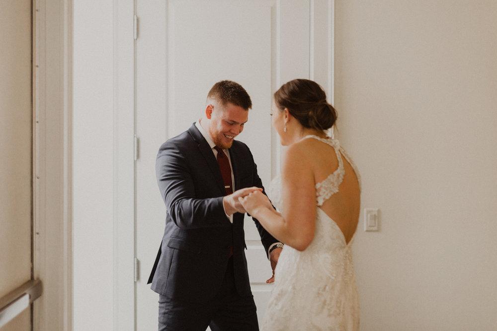 alyssa barletter photography 2016 main kansas city wedding rainy day photographer grace and justin magott-16.jpg