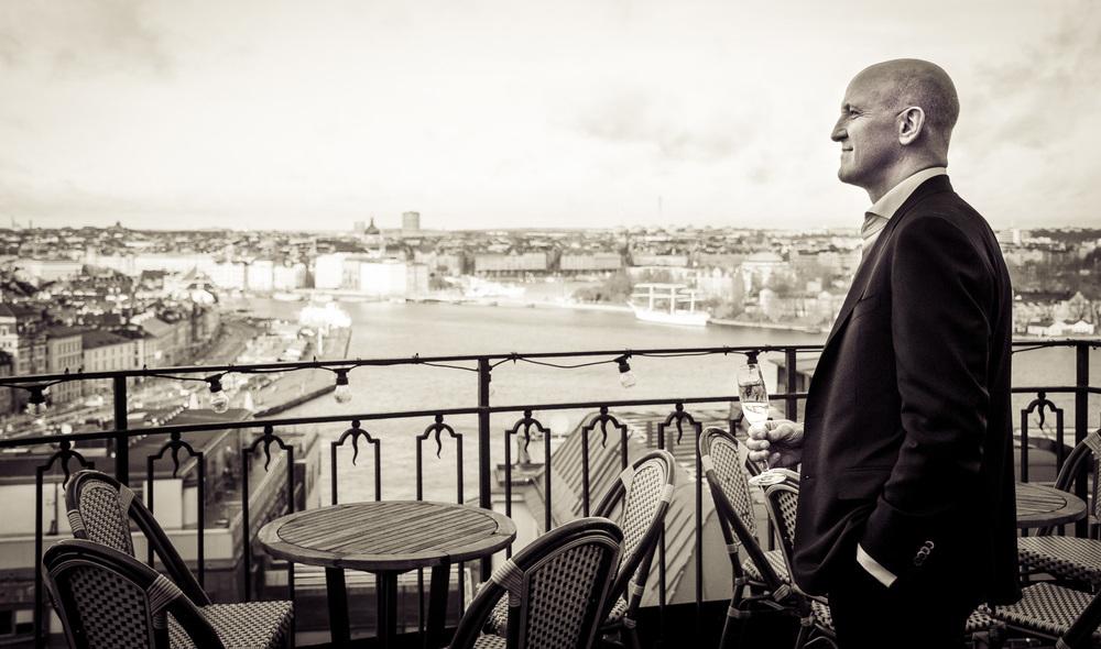 Nils Öhmans firade sin födelsedag på Södra teaterns champagnebar i november 2015.  Foto: Hanna Söderquist.