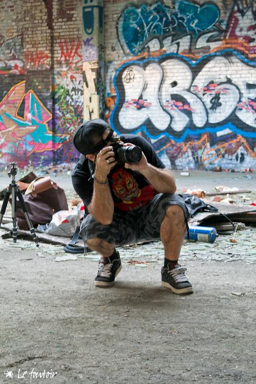 Paul brutal (  blog  |  picasa  ) m'a invité à partager son 'set': un bloc abandonné près de chez moi. Le spot est écoeurant :)   J'ai eu bien des problèmes avec mes éclairages mais y'a quand même des super shots qui sortent du lot... et j'avais mon assistante de toujours (Véro!) et Aleksei avec moi. stay tuned.