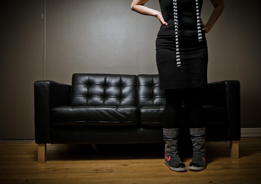 Petit shoot cette semaine avec la romancière Annie Quintin (  http://anniequintin.blogspot.com/  ) qui pour la parution de son prochain roman a lancé un petit concours de photos avec sa tronche dans le but de faire différent des autres photos d'auteurs qu'on vois (non mais vous vous y êtes déjà attardé? c'est risible!). Le gagnant(e) sera choisi en novembre, en attendant voici un petit teaser qui a rien à voir avec la photo qui sera envoyé pour le concours. :P