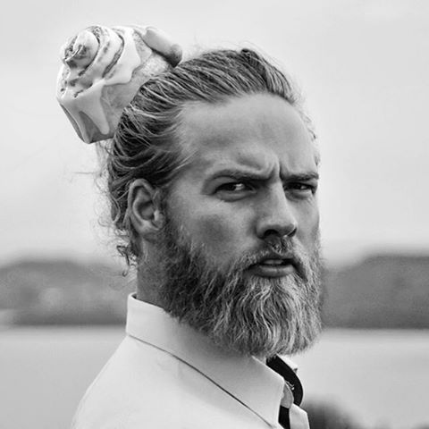 #cinnamanbun #manbun #lasselom #norway #norwegian #beard #bwbun #pensive #pastry