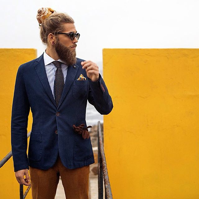 #cinnaman #manbun #manbunmonday #bendahlhaus #model #style #modelmanbun #sweet #beard