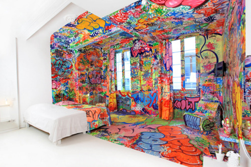 What an amazing art hotel room. Who wouldn't want to wake up in such a creative atmosphere?