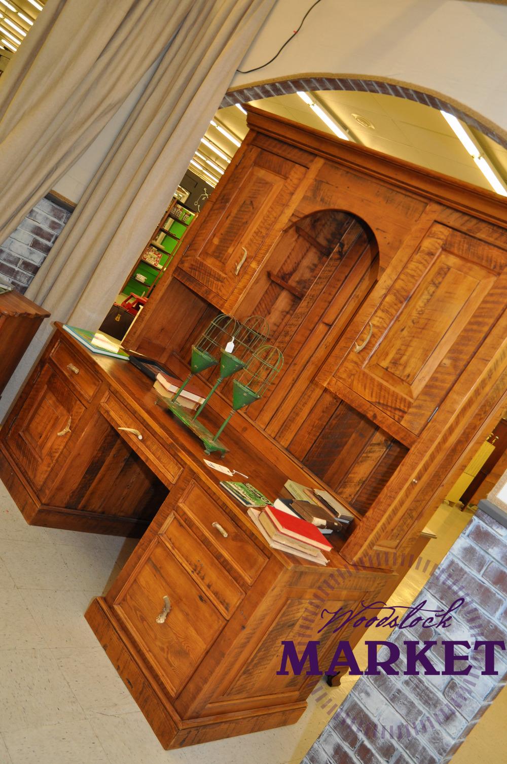 Desk-17.jpg