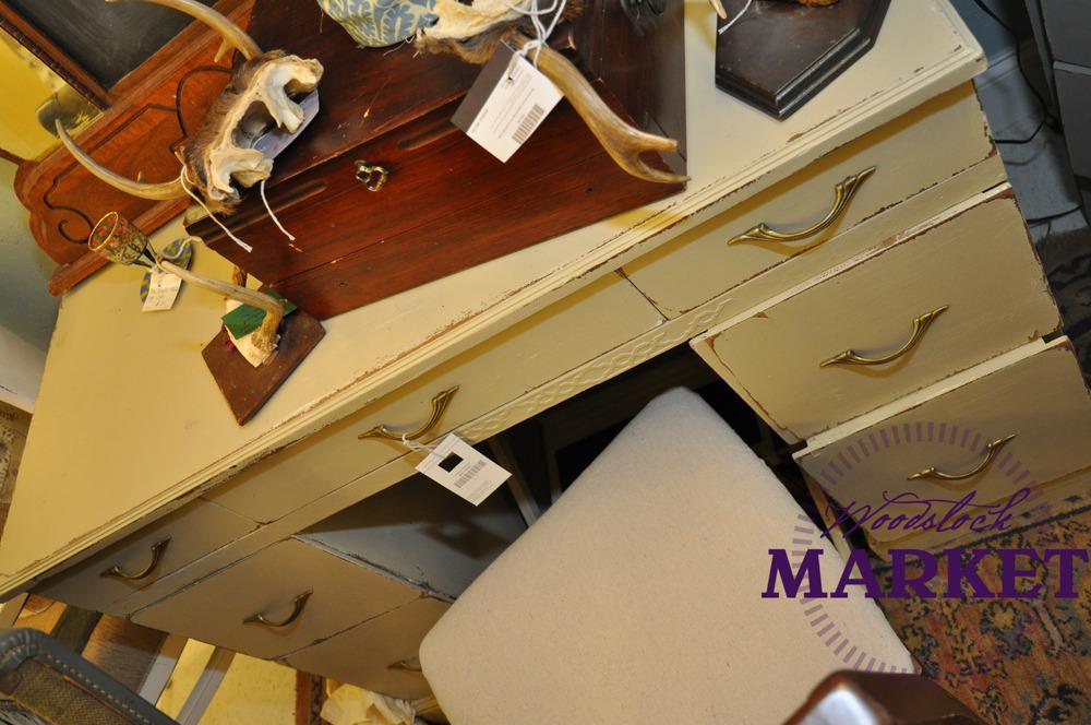 Desk-22.jpg