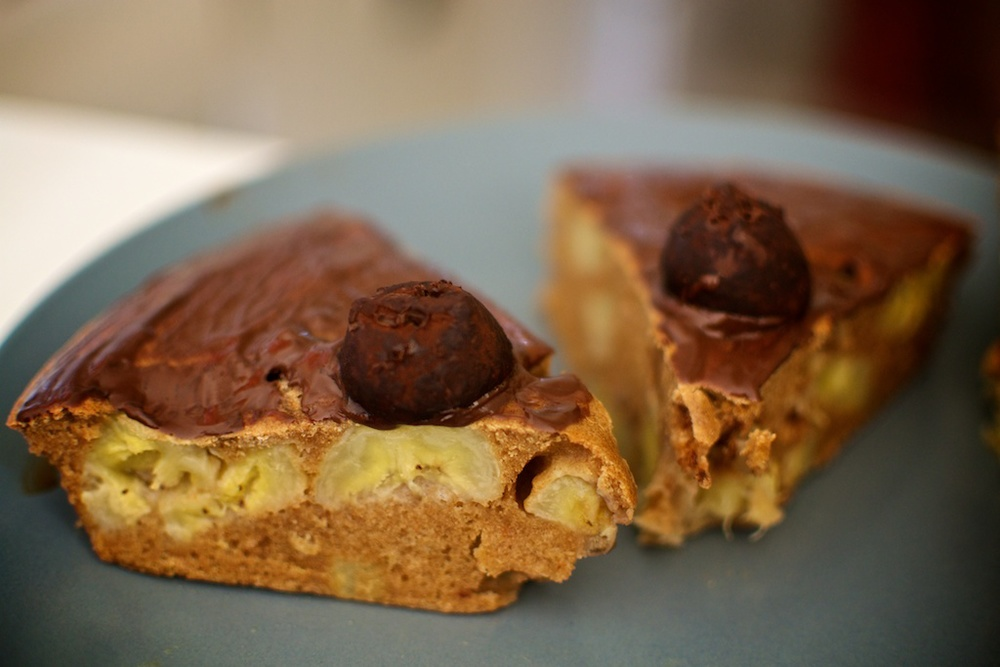 Wholewheat banana & walnuts pie with melted chocolate truffles