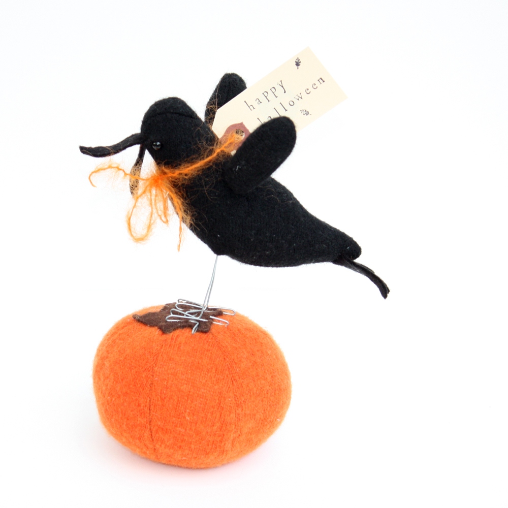 How adorable is this Halloween pumpkin and crow? made as a gift specially for yours truly by Miss Caitlin Wicker of Sweater Toys Thank you Caitlin I *love* it!  xo