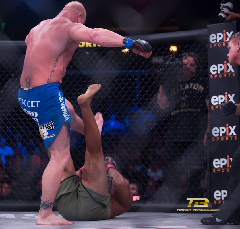 Thiago Santos (Green-Winner) vs Eric Prindle ( Blue)  3.jpg