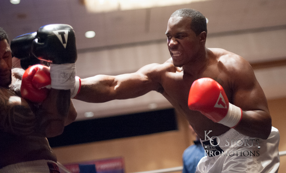 Abner  Red Gloves-Winner) vs Russell (Black Gloves)-1.JPG