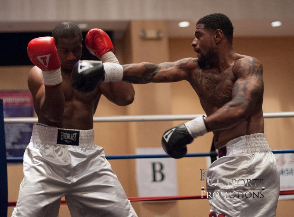 Abner  Red Gloves-Winner) vs Russell (Black Gloves)-2.JPG