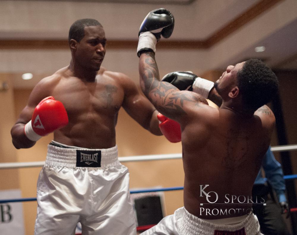 Abner  Red Gloves-Winner) vs Russell (Black Gloves)-3.JPG