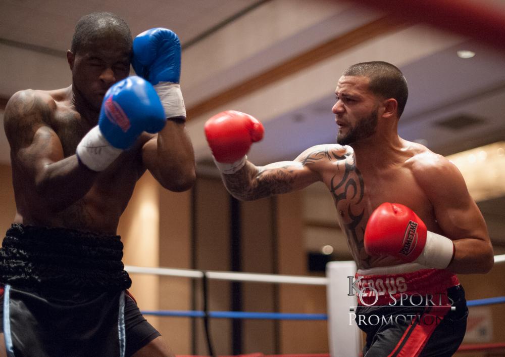 Diaz(Red Gloves-Winner) vs Knight (Black Gloves)-1.JPG
