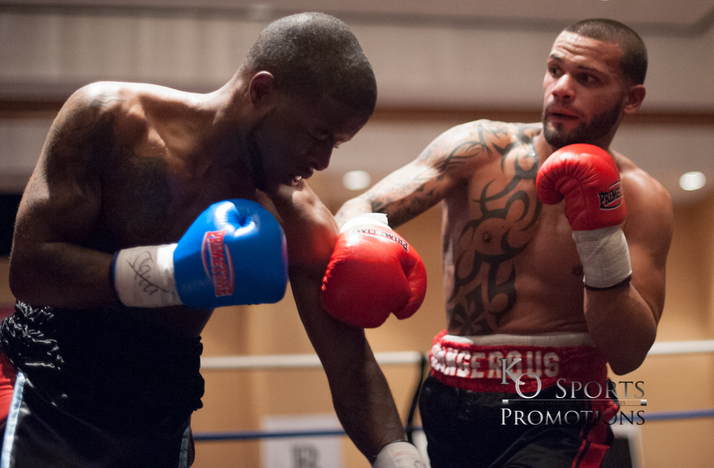 Diaz(Red Gloves-Winner) vs Knight (Black Gloves)-2.JPG