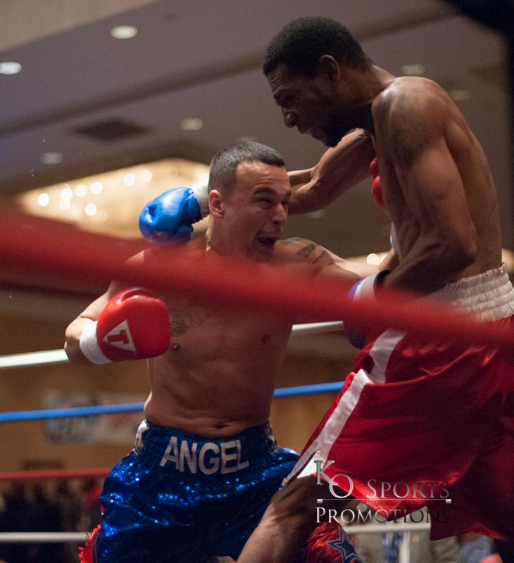 Hernandez (Blue trunks-Winner) vs Johnson (Red trunks)-1.JPG