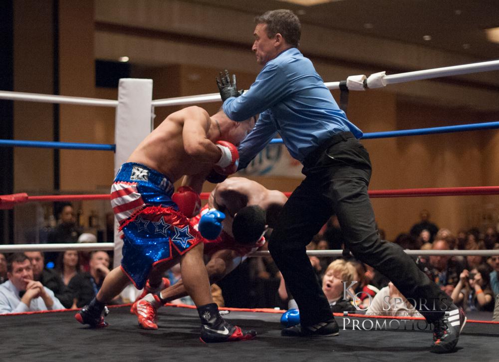 Hernandez (Blue trunks-Winner) vs Johnson (Red trunks)-3.JPG