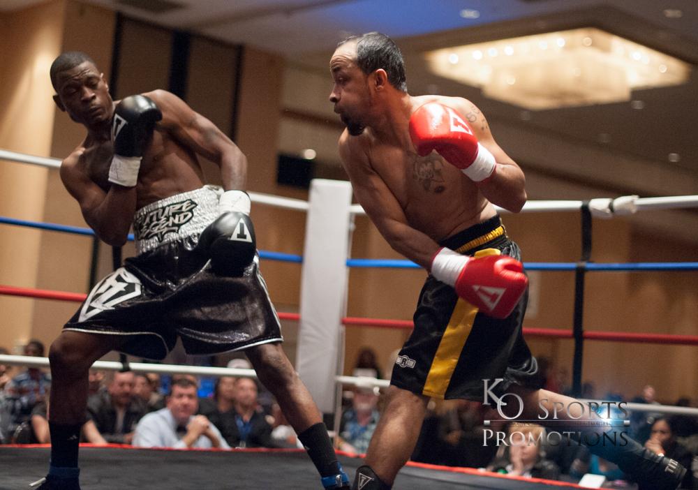 Moore (Black gloves-Winner) vs Hernandez (Red gloves)-1.JPG