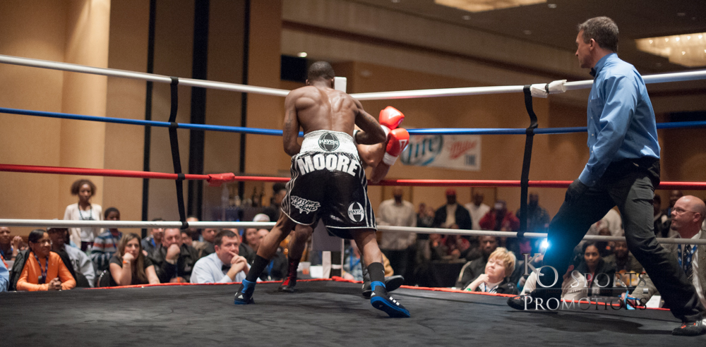 Moore (Black gloves-Winner) vs Hernandez (Red gloves)-2.JPG