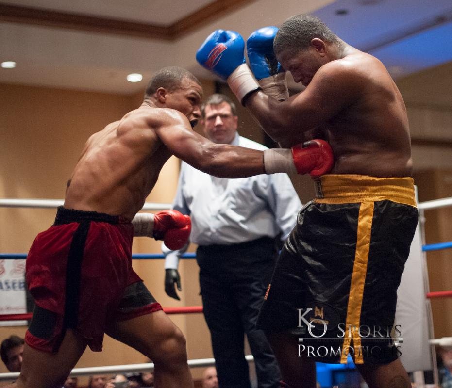 urphy (Red trunks-Winner) vs Young(Black trunks)-3.JPG