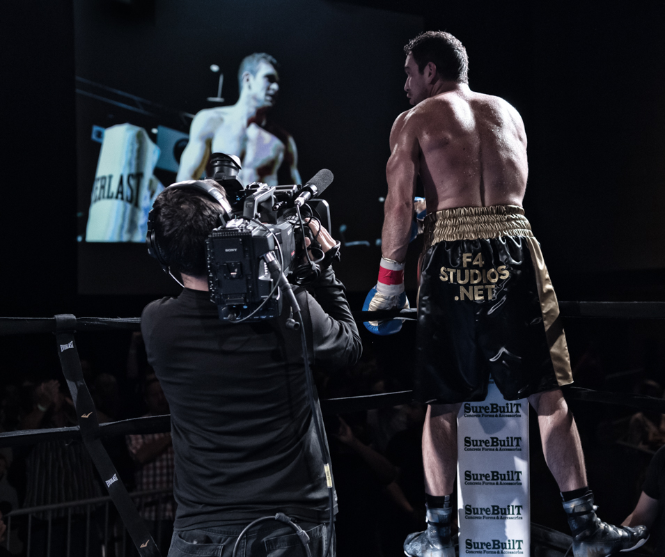 Mike Lee after capturing the IBF-USBA title                    Click on the image for a lighbox view
