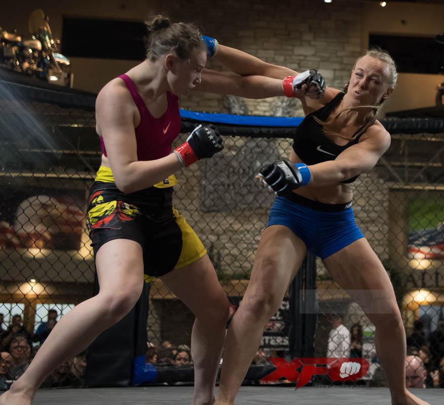 Bulow -Blue gloves vs Mergner-09.jpg