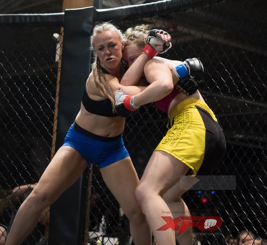 Bulow -Blue gloves vs Mergner-13.jpg