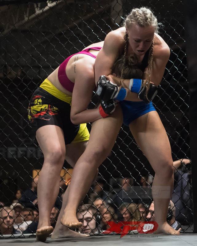Bulow -Blue gloves vs Mergner-15.jpg
