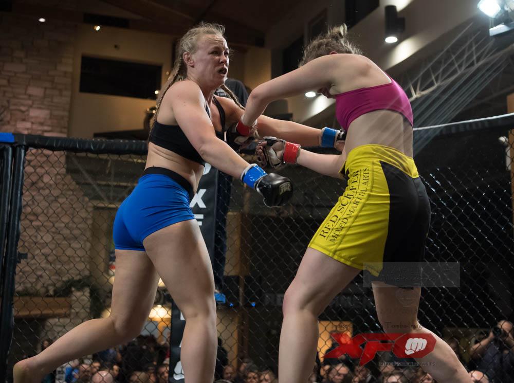 Bulow -Blue gloves vs Mergner-21.jpg