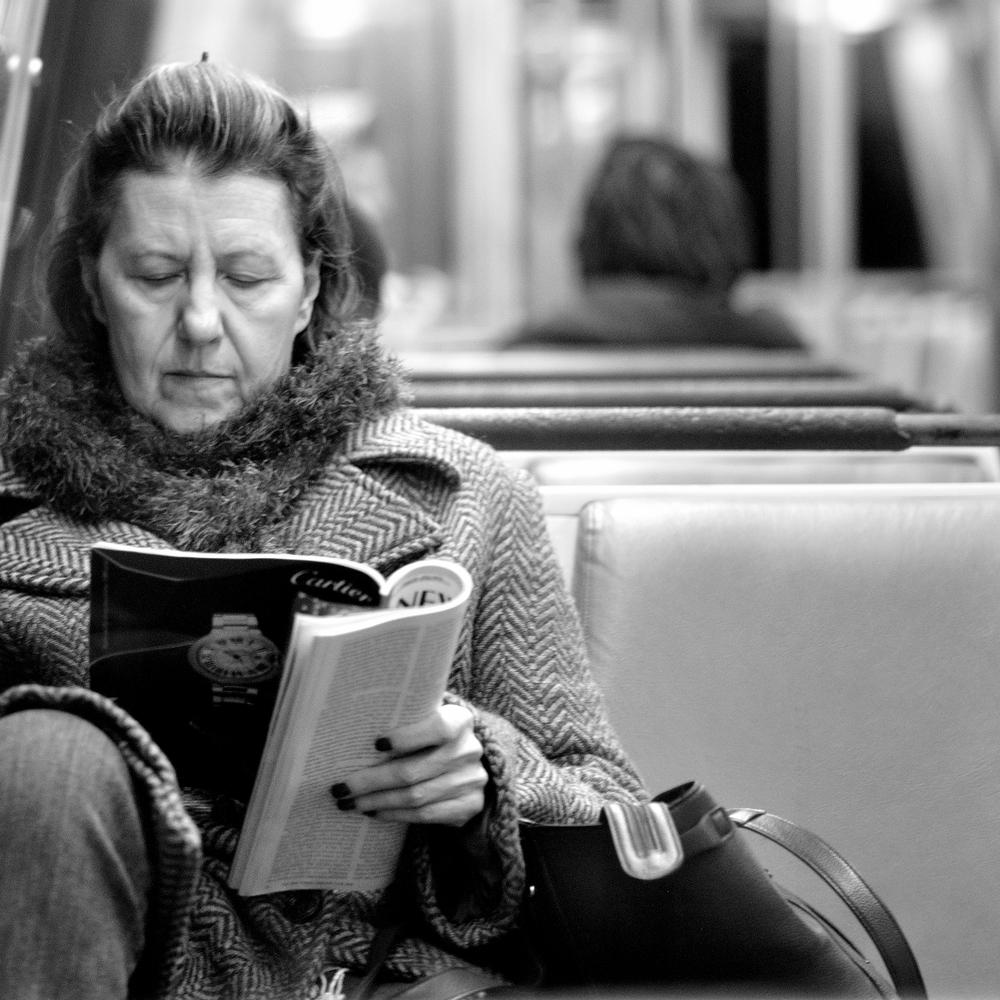 Lady Reading Mag_023.JPG