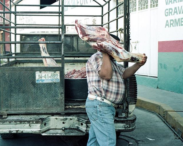 The morning delivery #portra160 #canonae1 #35mm #film #filmphotography #filmisnotdead #latinx #latinxphotgrapher #mexico #jalisco #meat #nicetomeetyou #carne #yummy