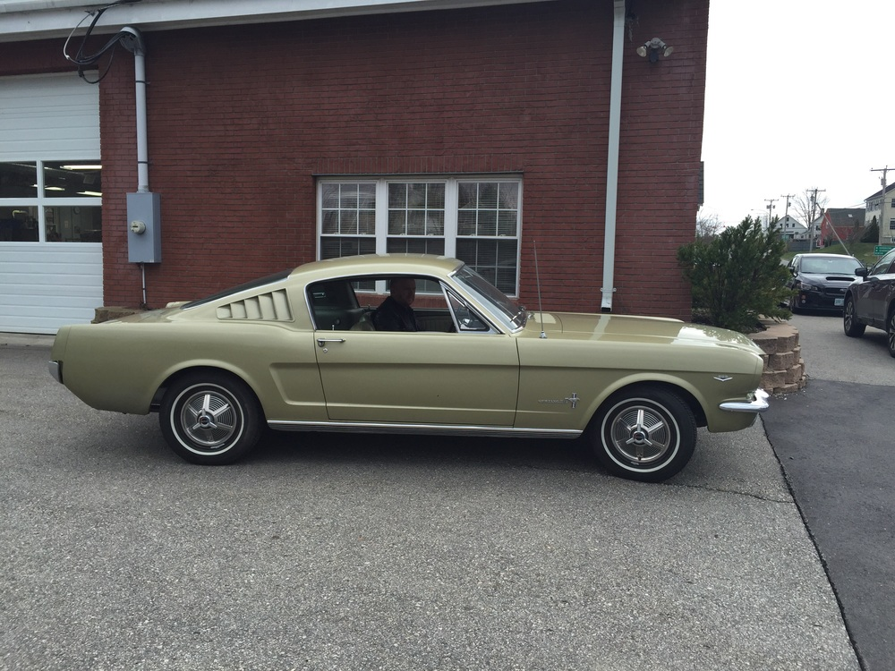 Totally mint original interior in metallic green/gold vinyl, sweet!
