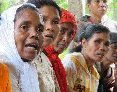 A women's exchange facilitated by IWDA partner Organisasaun Haburas Moris in Timor-Leste