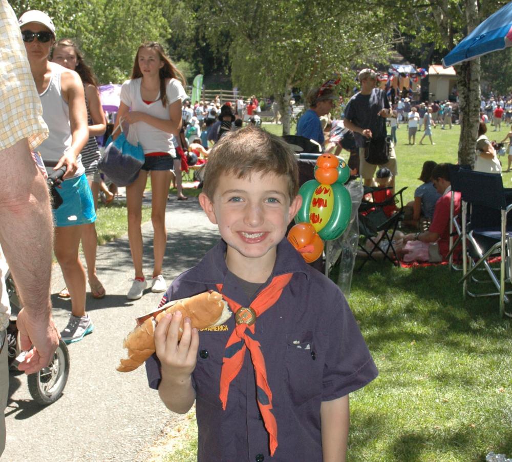 Kid w hot dog.JPG