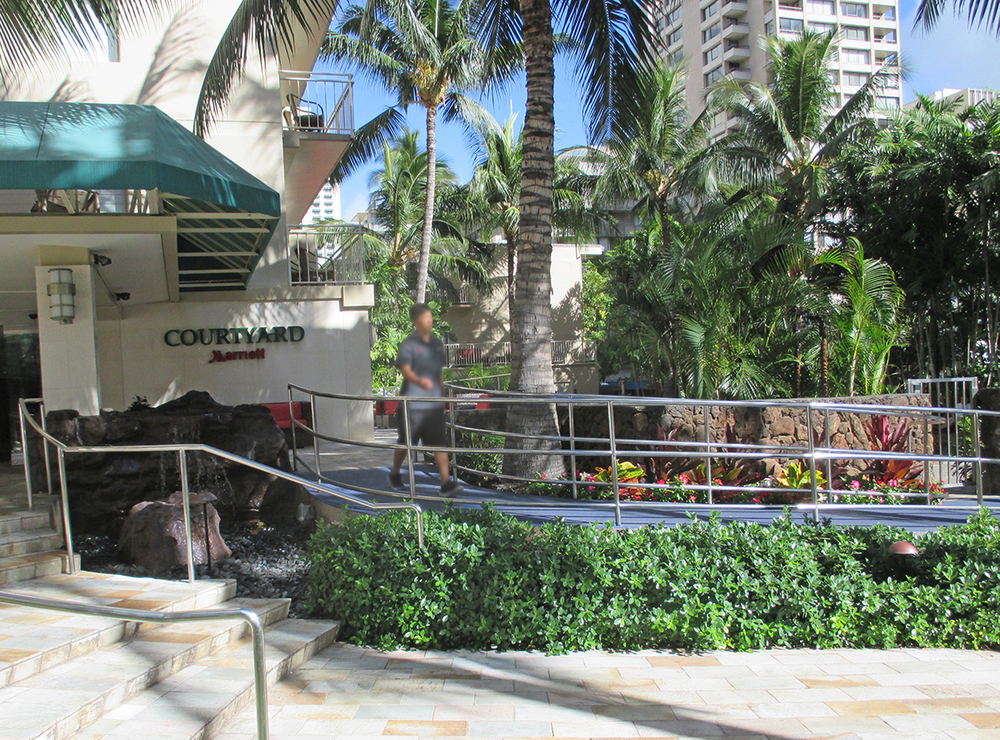 Marriott Courtyard Waikiki Beach - Beach Access
