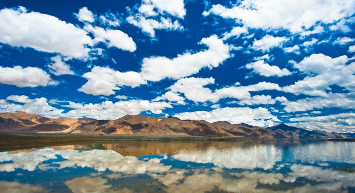 moontouchesyourshoulder :     Pangong tso, ladakh,India  -Nitin pasricha
