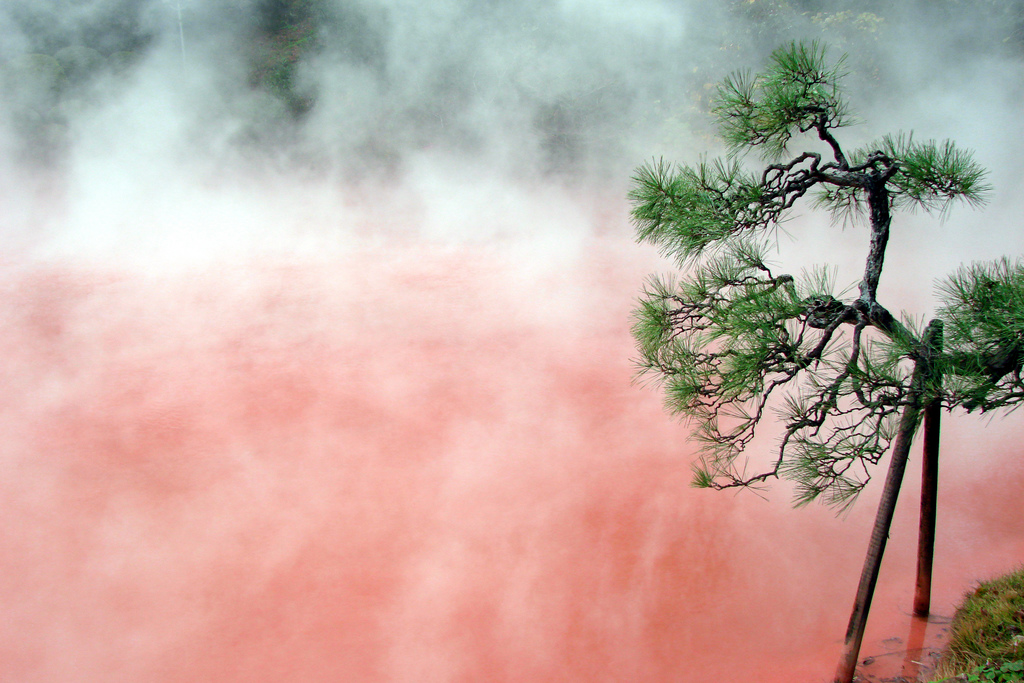 losed :      Red water, Beppu   hell  by  Phil & Delph