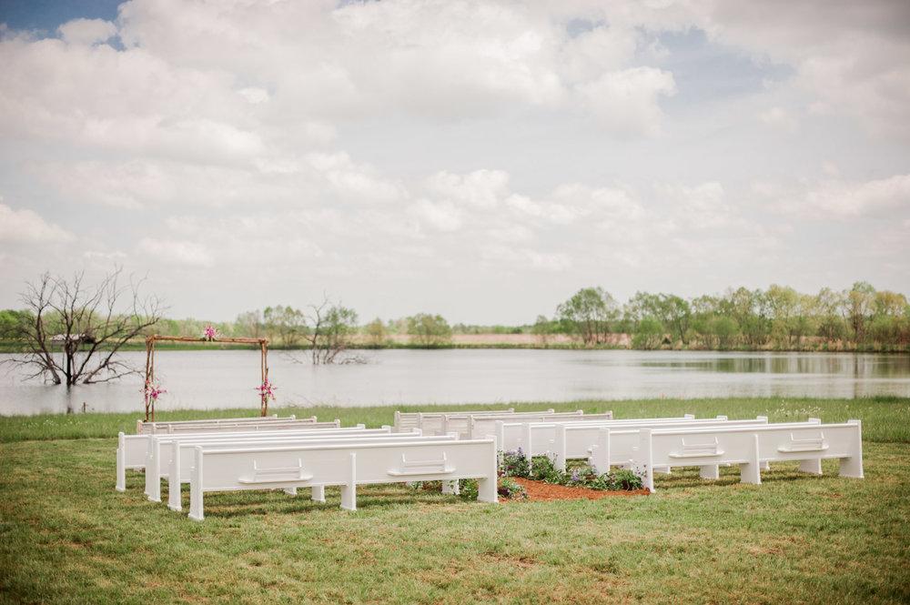 Church+pews+at+an+outdoor,+Alabama+Wedding.+Photos+by+Kelli+++Daniel+Taylor+Photography.jpeg