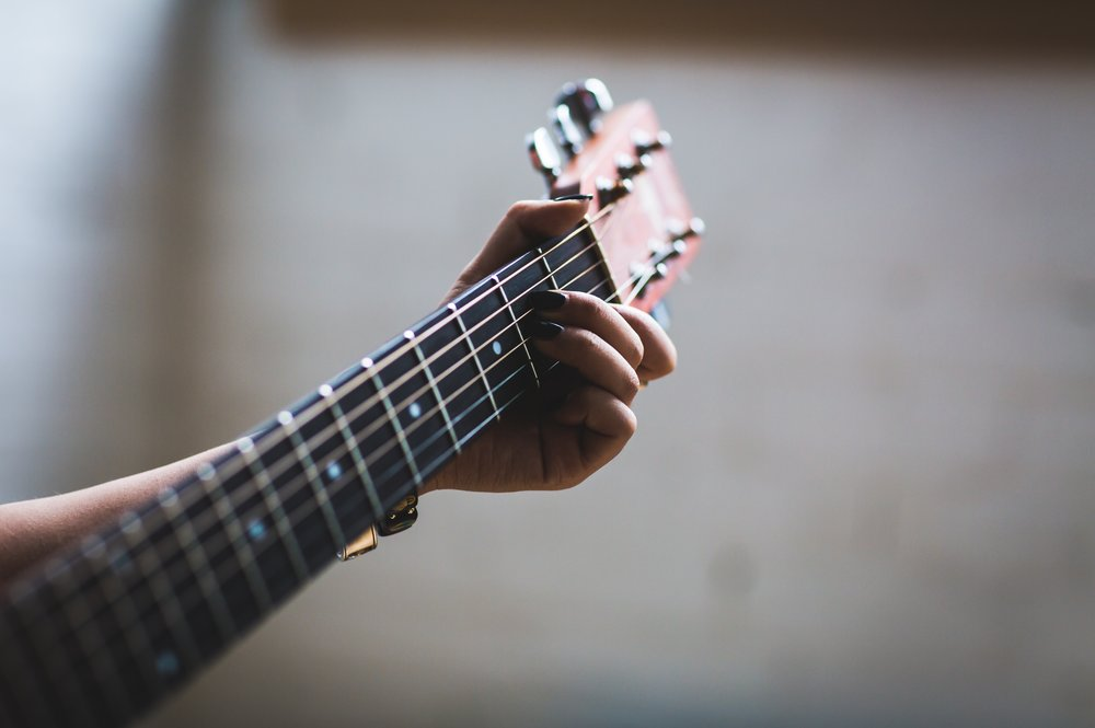dof-guitar-guitarist-374701.jpg