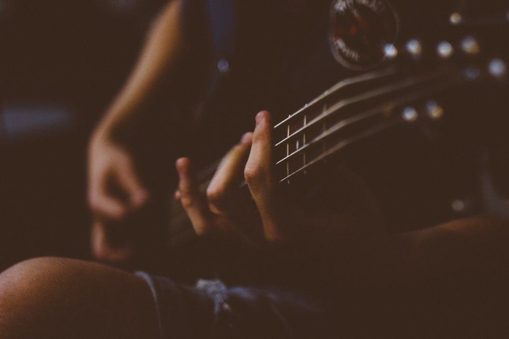 blur-guitar-guitarist-130991.jpg