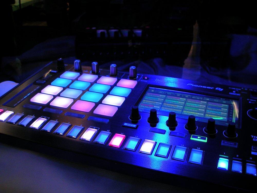 audio-blur-close-up-164745.jpg