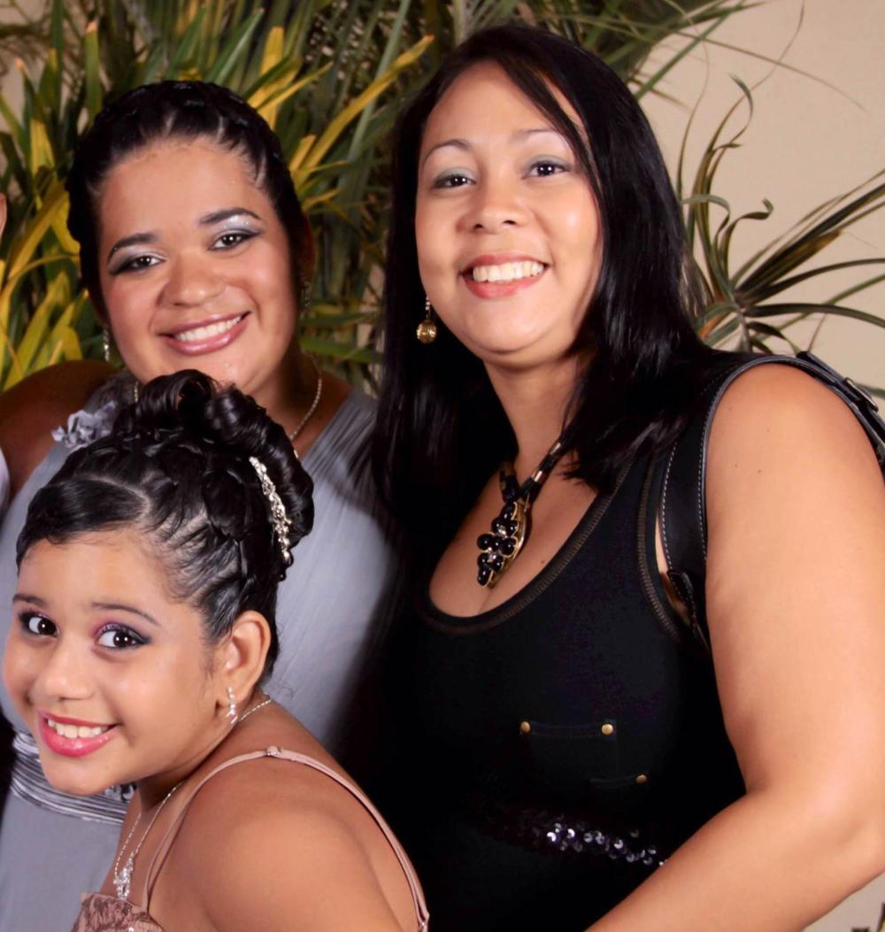 Cecília (mãe) e Milena (madrasta) com Emanuelly(filha/ enteada)/ Arquivo pessoal