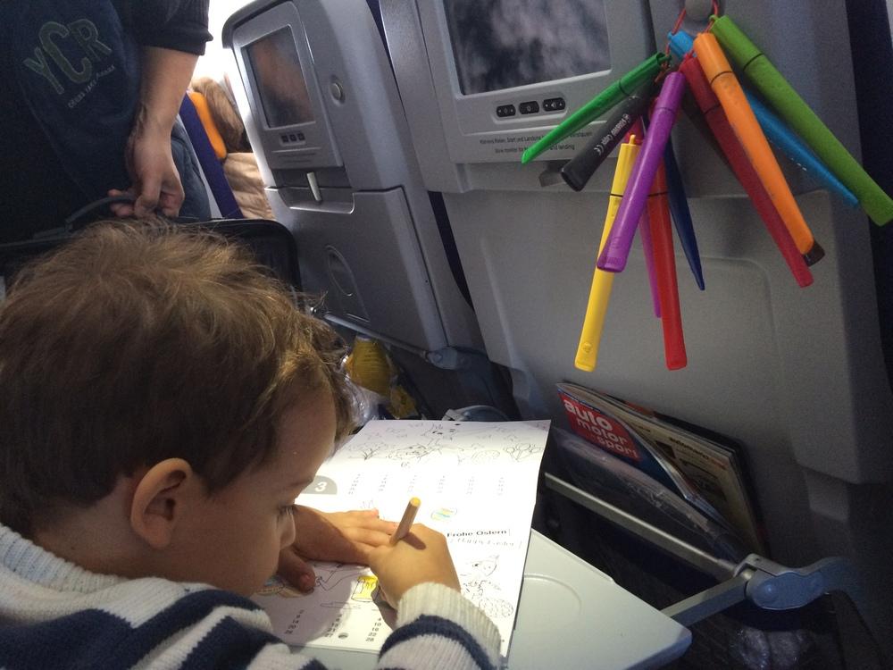 Gael em Ação: detalhe nas canetas penduradas.