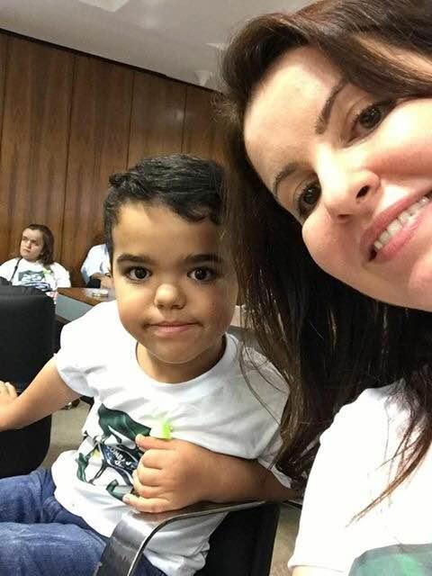 Gabriel e a mãe Juliana (arquivo pessoal)
