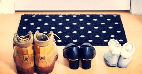 94f9c319a3 Porque você tem que tirar os sapatos antes de entrar na minha casa ...