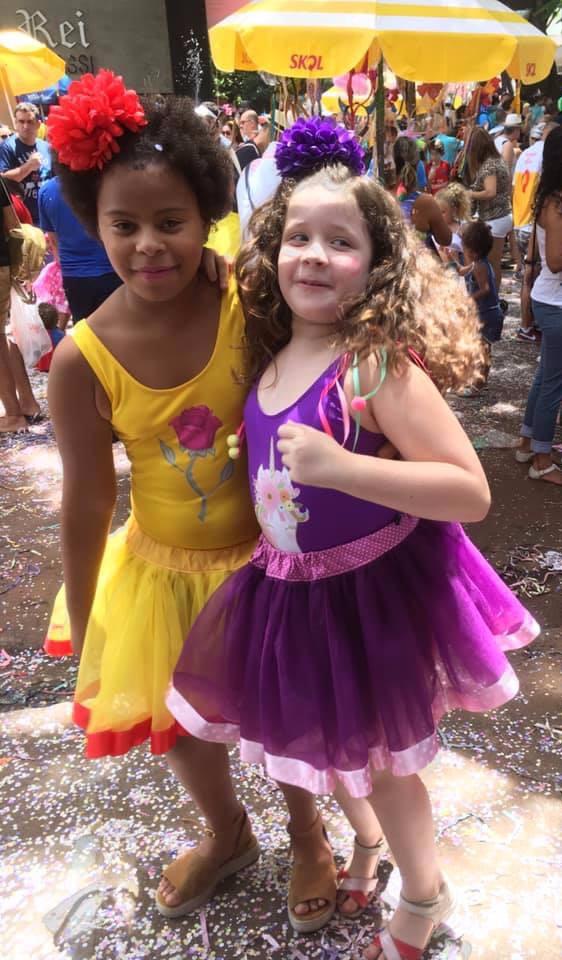 Bárbara, de 10 anos, e Gabriela, de 9 anos, filhas de Junya. (Arquivo de família)