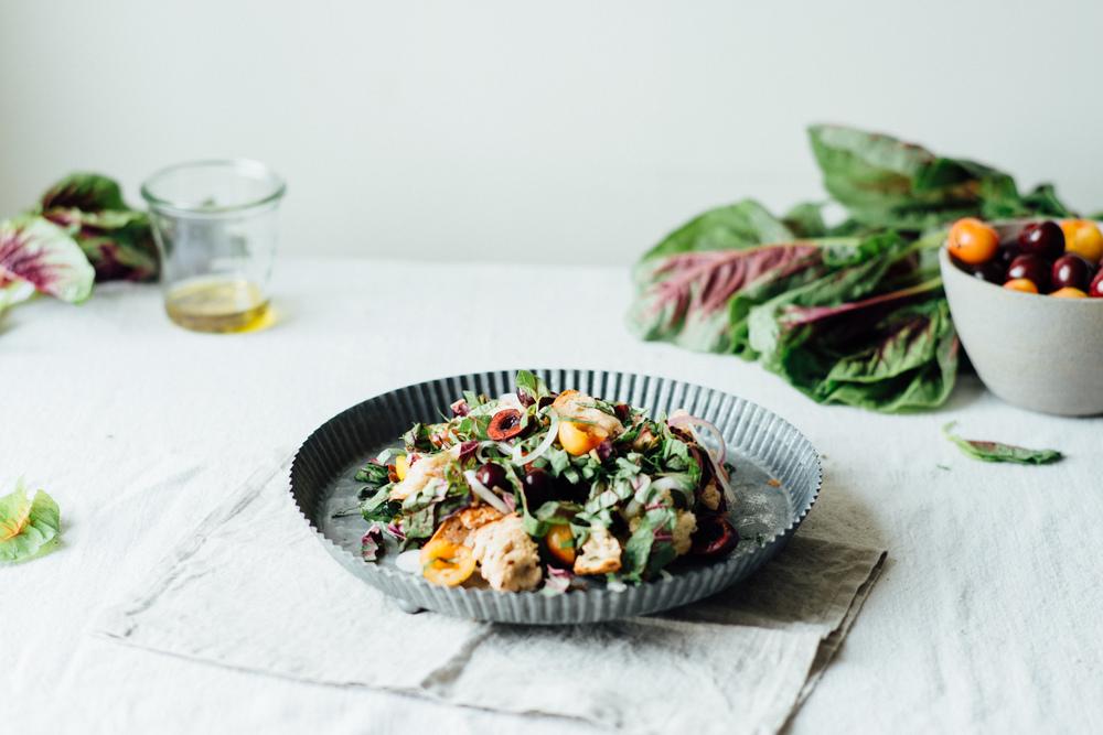 cherry panzanella salad | dolly and oatmeal