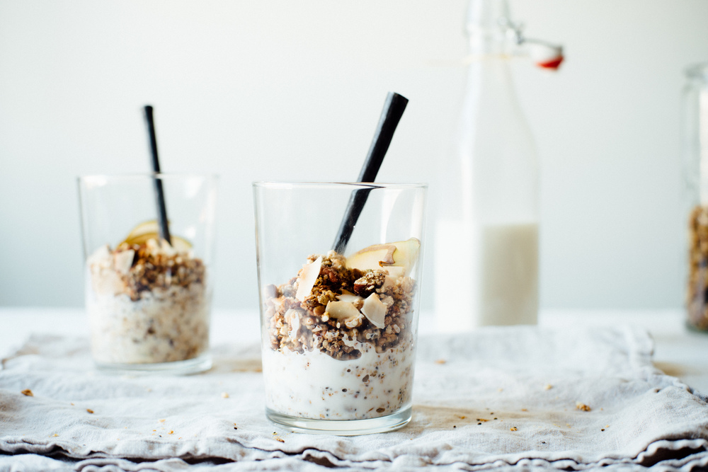 superfood granola + almond-macadamia milk | dolly and oatmeal