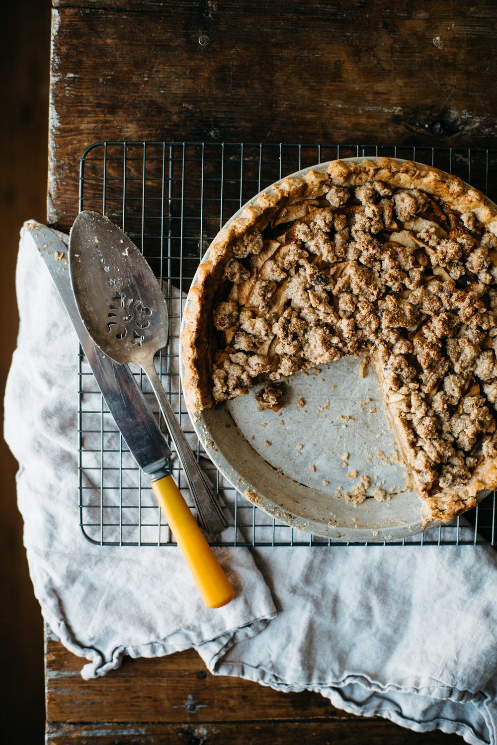 ginger-apple crumble pie