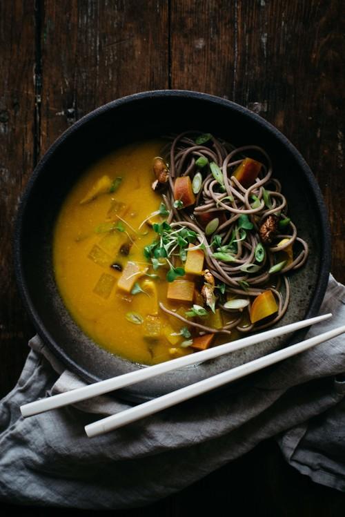 zuppa con curcuma per bruciare i grassi