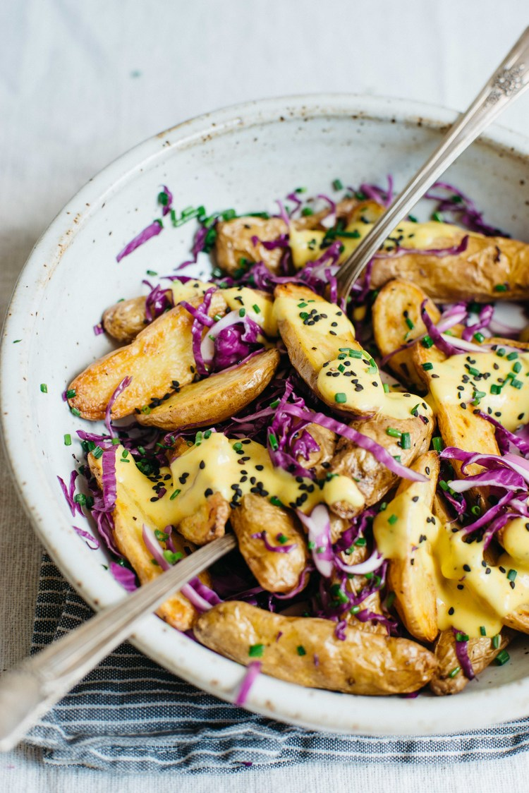 Garlic tumeric potato salad by Dolly & Oatmeal on @thouswellblog